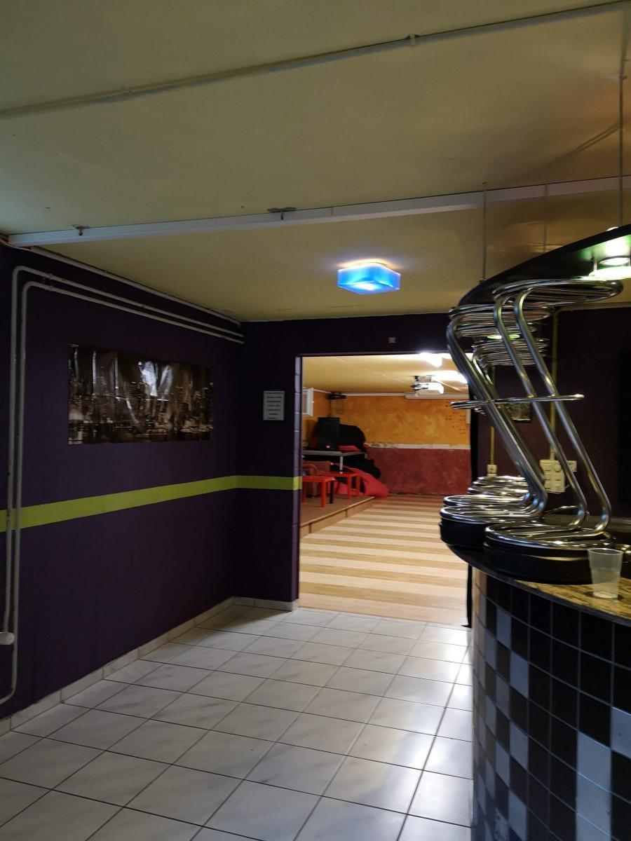 Bar und Tanzraum
