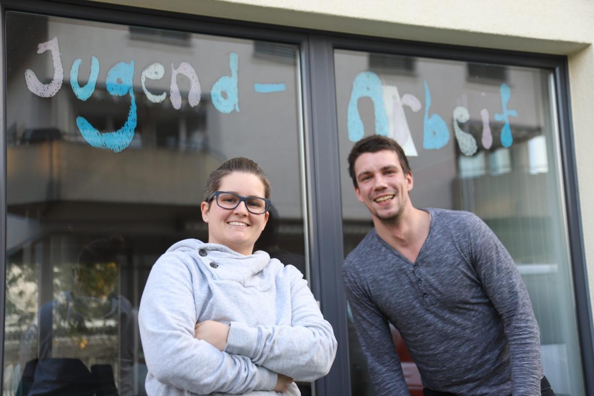 Jugendarbeitende Tamara und Stefan